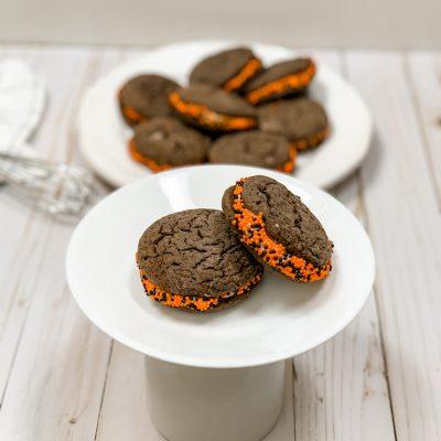 Homemade Halloween Oreos- A Delicious Halloween Treat!