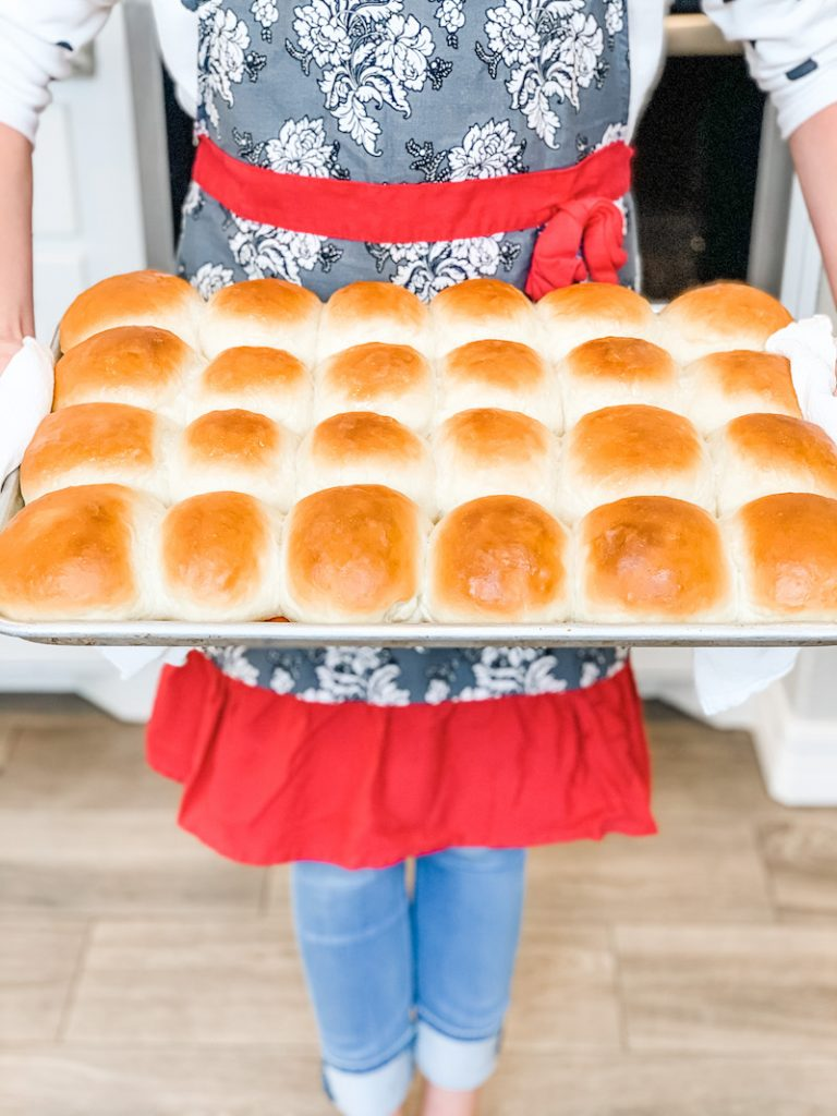 Easy homemade dinner rolls that are perfectly soft and fluffy